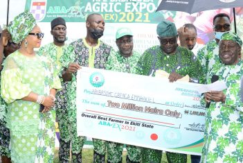 Afe Babalola doles out N13.2m to Ekiti State farmers